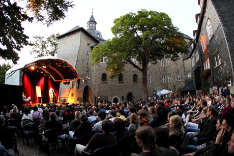 Das Sommerfestival findet erneut vor atemberaubender Kulisse im Schlosshof statt. (Foto: René Achenbach)