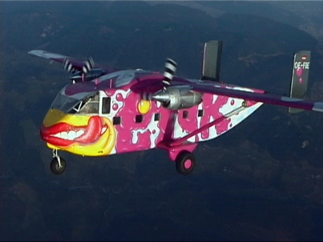 Kein Hungerhaken: Im Bauch des fliegenden Widerstandes ist zwar nicht Platz für alle, aber für viele. 20 Skydiver in voller Ausrüstung passen hinein. (Foto:  www.pink.at)