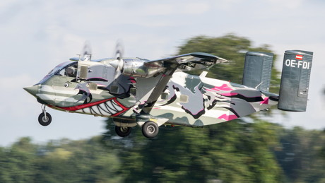 Fliegender Haifisch, Schuhkarton oder Mobby-Dick? Ein echter Hingucker ist die Skyvan von Pink-Avation allemal. Über Pfingsten will die außergewöhnliche Dame die Sportspringer von Skydive Westerwald beglücken. (Foto: Niek de Bie)