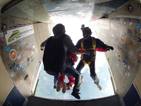 Ausstiegsperspektiven: Der Weg unterhalb der geöffneten Laderampe führt ins tiefe Nichts. (Foto: Matthias Kraft)