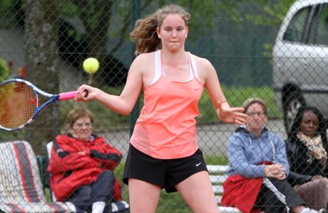 Chiara Klimach (LK 18) vom Gastgeber TV Littfeld bezwang im entscheidenden Match der Damen B-Konkurrenz