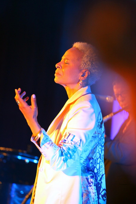 2015-05-30_Siegen_Konzert der Gospel- und Jazzlegende Jocelyn B. Smith in Siegen_Foto_DAG-Siwi_03