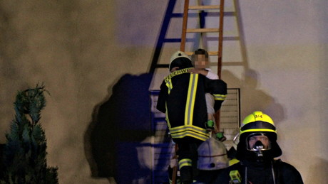2015-06-02_Neunkirchen_Kölner Str 220_Zimmerbrand_MANV1_39 Personen evakuiert_Foto_Hercher_02
