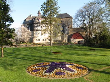 Nicht nur viele bunte Blumen gibt es am Tag der Gärten und Parks in der Parkanlage am Oberen Schloss zu sehen. (Foto: Stadt Siegen)
