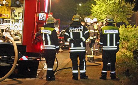 2015-06-07_Feuer3_Weidenau_Industriestraße_Brennende_PKW (64)