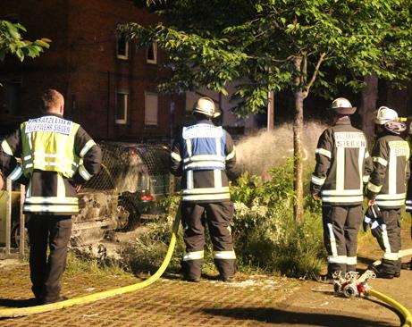 2015-06-07_Feuer3_Weidenau_Industriestraße_Brennende_PKW (69)