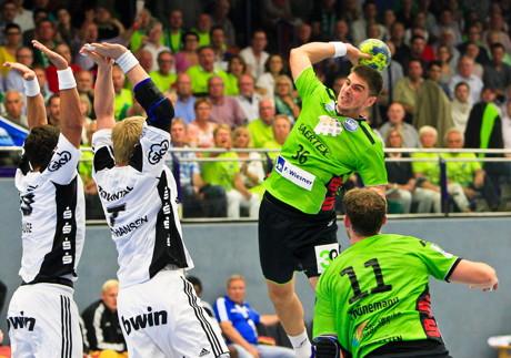 Urs Paladin noch im Trikot des TV Emsdetten im Spiel gegen Kiel. (Foto: Verein)
