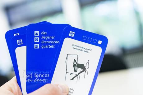 """Die Siegener Kartenspiel-Variante des """"Literarischen Quartetts"""" ist neu aufgelegt worden. (Foto: Uni)"""