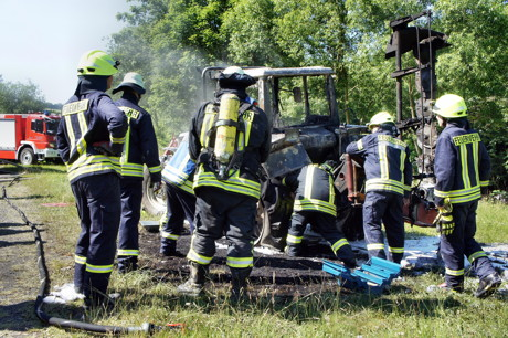 2015-06-30_Wilnsdorf-Oberdielfen_Traktor in Vollbrand_Foto_Hercher_11
