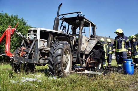 2015-06-30_Wilnsdorf-Oberdielfen_Traktor in Vollbrand_Foto_Hercher_12
