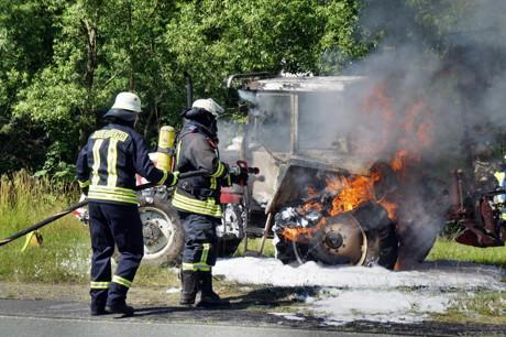 2015-06-30_Wilnsdorf-Oberdielfen_Traktor in Vollbrand_Foto_Hercher_2