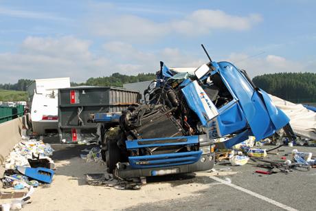 LKW-Unfall-A45-Meinerzhagen-Massenkarambolage