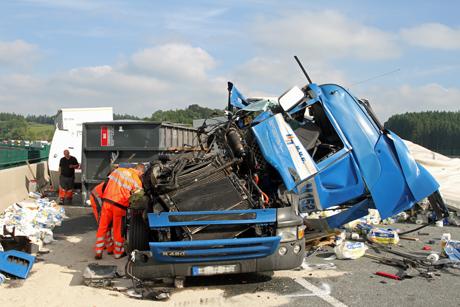 LKW-Unfall-A45-Sauerlandlinie-Massenkarambolage
