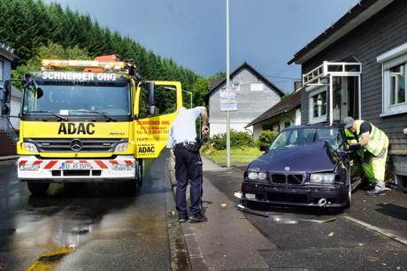 2015-07-06_Wilnsdorf-Wilden_L722_VUP_BMW kracht gegen Hauswand_Foto_Hercher_19