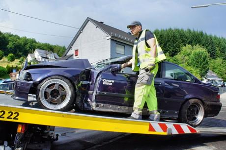 2015-07-06_Wilnsdorf-Wilden_L722_VUP_BMW kracht gegen Hauswand_Foto_Hercher_20