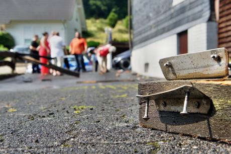 2015-07-06_Wilnsdorf-Wilden_L722_VUP_BMW kracht gegen Hauswand_Foto_Hercher_5