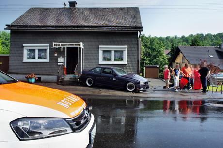 2015-07-06_Wilnsdorf-Wilden_L722_VUP_BMW kracht gegen Hauswand_Foto_Hercher_9