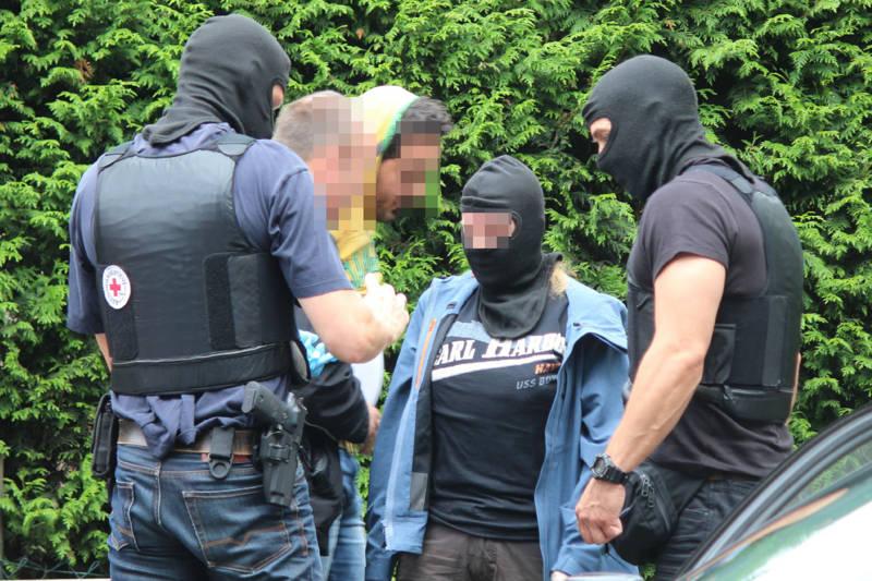 2015-07-15_Kreuztal-Kredenbach_SEK-Einsatz_Festnahme zwei Personen_Fotos_mg_02