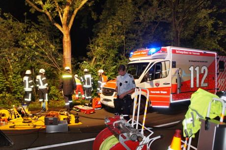 2015-07-19_Siegen_B54_Lindenberg_VUP_MANV_Pkw Böschung runter_5 Verletzte_Hercher_03