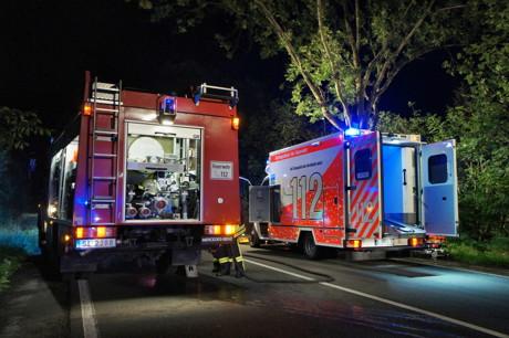 2015-07-19_Siegen_B54_Lindenberg_VUP_MANV_Pkw Böschung runter_5 Verletzte_Hercher_06