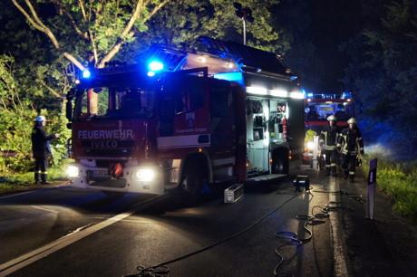 2015-07-19_Siegen_B54_Lindenberg_VUP_MANV_Pkw Böschung runter_5 Verletzte_Hercher_11