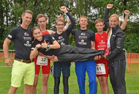 EJOT Team v.l.n.r.: Carsten Wunderlich, Marco Hoffmann, Jakob Schwarz, Jonas Hoffmann, Christopher Stötzel, Claudia Wunderlich und auf Händen getragen wird Hanna Jung.