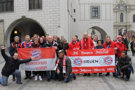 Mitglieder des Clubs in München am Marienplatz. (Foto: Fanclub)