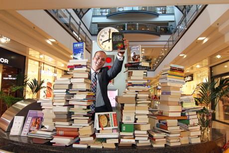 Bücherflohmarkt für Flüchtlingskinder.