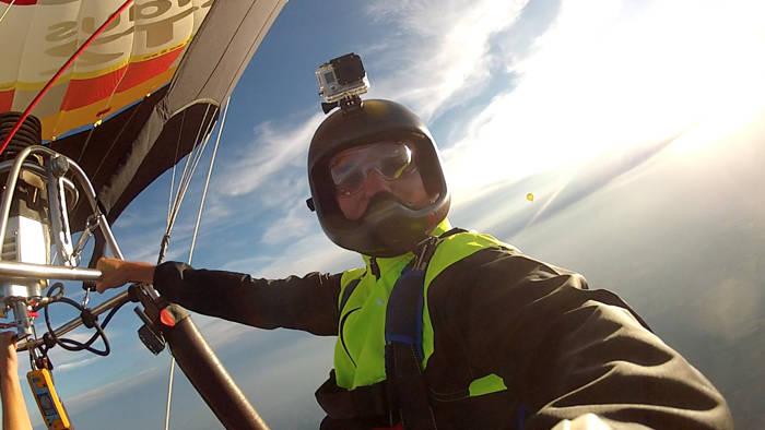 Schnappschüsse fürs Familienalbum. Die Helmkamera ist immer dabei.  Absprünge aus dem Korb eines Heißluftballons sind für Skydiver von ganz besonderen Reiz. (Foto: Stefan Gessner)