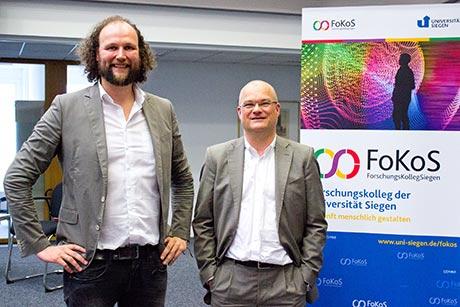 Prof. Dr. Dr. Björn Niehaves, Inhaber des Lehrstuhls für Wirtschaftsinformatik sowie Leiter und Gründer des CRID (links) | Foto: Uni Siegen