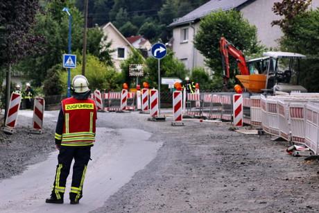 2015-08-04_Niederdresselndorf_L730_ABC2_Bagger beschädigt Gasleitung_Foto_Hercher_01