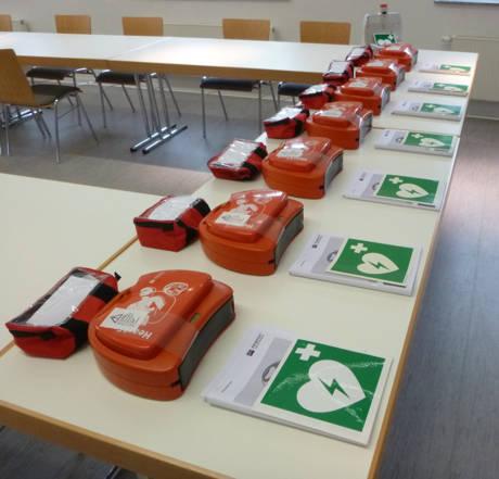 Mittlerweile sind 17 Geräte in Burbach öffentlich zugänglich und können im Notfall eingesetzt werden. (Foto: Gemeinde Burbach)
