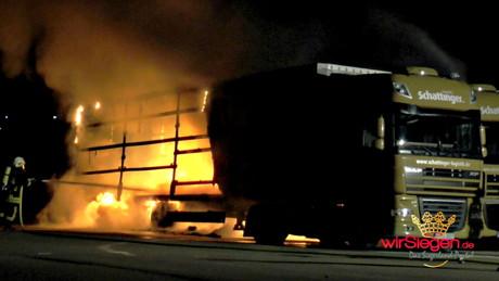 2015-08-22_Kreuztal-Littfeld_Brand_Zwei Sattelauflieger in Flammen_wirSiegen_VIDEO