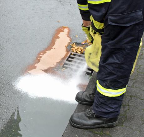 Feuerwehr-Ölspur