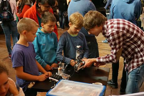 Mit großer Begeisterung waren die Kinder und Jugendlichen im letzten Jahr bei den ersten MINT-Mitmachentagen dabei. Foto (4): Kreisverwaltung