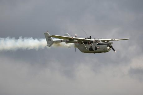 Christian Cocheret und Erik Brouwer brachten dieses seltene Exemplar einer militärischen Version der Cessna O-2A Skymaster aus den Niederlanden nach Breitscheid. Die US Air Force hatte diese Maschine in Vietnam zur Truppenbeobachtung und Luftraumüberwachung eingesetzt. (Foto: Werner Schmäing)