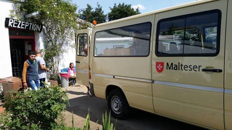 2015-09-02_Netphen_Malteser-Sammelaktion von Herrenschuhen für Flüchtlinge in Hemer_Foto_Malteser Netphen_01