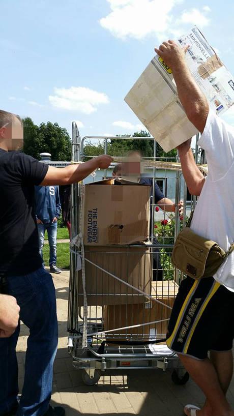 2015-09-02_Netphen_Malteser-Sammelaktion von Herrenschuhen für Flüchtlinge in Hemer_Foto_Malteser Netphen_03