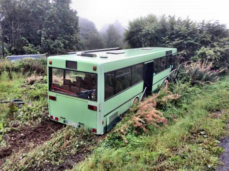 2015-09-07_Burbach_Gambach_Linienbus im Graben_Foto_Fritsch_01