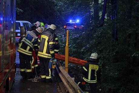 2015-09-16_Siegen_Fußgänger 25 Meter tiefen Abhang hinuntergestürzt_Foto_mg_01