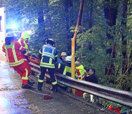2015-09-16_Siegen_Fußgänger 25 Meter tiefen Abhang hinuntergestürzt_Foto_mg_03