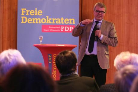 """Den Freien Demokraten Siegen-Wittgenstein war es gelungen, den als """"Euro-Rebellen"""" bekannten Finanzkritiker Frank Schäffler, früherer Bundestagsabgeordneter der FDP, nach Siegen in das Haus der Siegerländer Wirtschaft zu holen. (Foto: Peter Hanke)"""