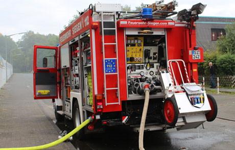 2015-09-29_Siegen_Feu4_Fischbacherberg_Ypernstraße_Kellerbrand_Foto_mg_09