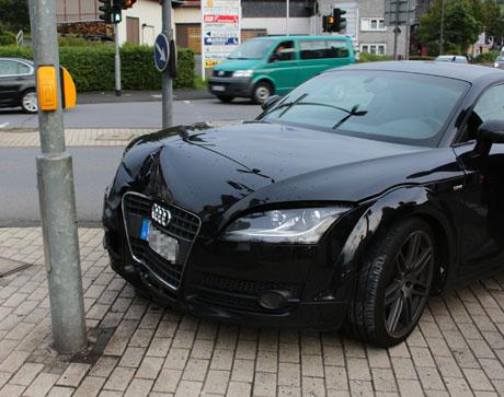 2015_09-21_Vu_Audi TT_Dreis_Tiefenbach_Laternenmast (1)