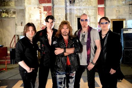 Neues Album und Tour mit ex-Rainbow-Sänger Doogie White. (Foto: Band)