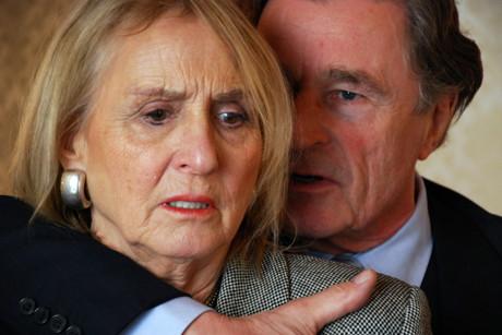 """Wer bin ich? Was macht mich aus? Im spannenden Schauspiel """"Ohne Gesicht"""" geben Diana Körner und Max Volkert Martens eindrucksvoll Antwort auf diese Fragen. (Foto: a.gon münchen)"""