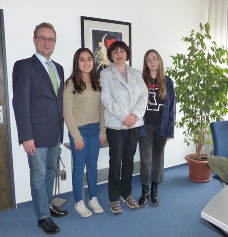 Austauschschülerin aus Mexiko zu Gast bei Bürgermeister Hasenstab. (Foto: Stadt)