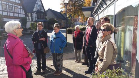 Letzte Hilchenbacher Stadtführung mit Rosel Six in diesem Jahr war gut besucht. (Foto: Stadt Hilchenbach)