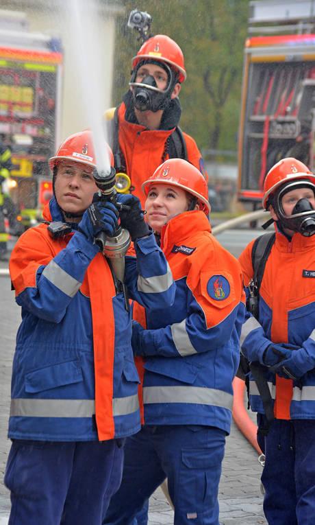 2015-10-20_Kreuztal_Kreuztaler Jugendfeuerwehr übte sich als Berufsfeuerwehr_Foto_Hadem_03