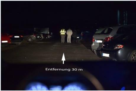 """""""Dunkle Jahreszeit - Unfallzeit"""" oder """"Sehen und gesehen werden"""" (Foto: Polizei)"""